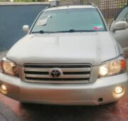 Clean and neat Toyota Highlander 2007 model