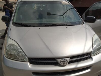 Clean and neat Toyota sienna XLE for sale